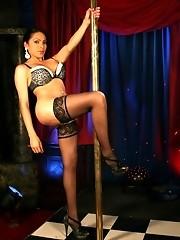 Hot transsexual Melissa Raven pole dancing