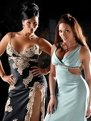 Two super hot transsexuals pleasing each other