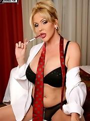 Smoking hot shemale babe!
